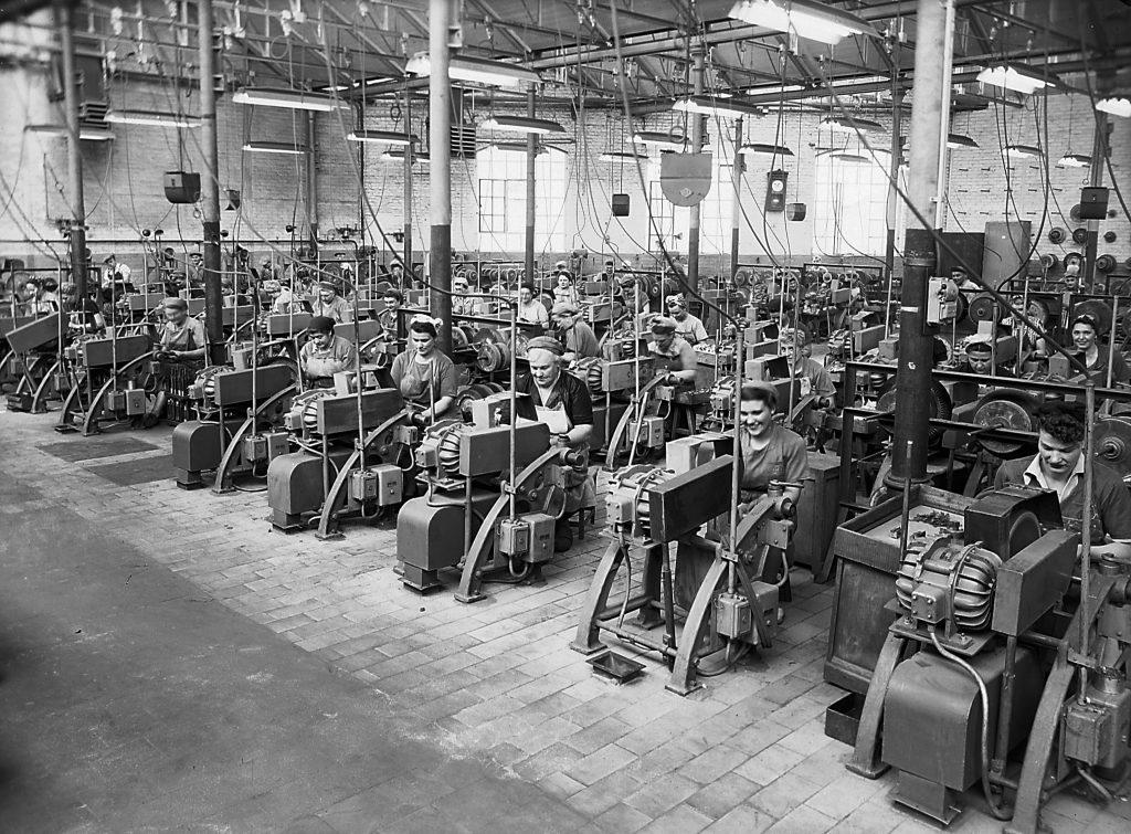 Femmes-machines au travail (Centre d'Histoire des Sciences et des Techniques).