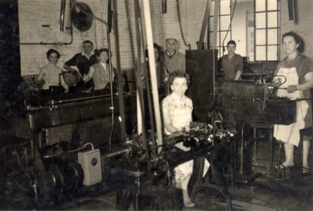Équipe de travail dans un atelier de la FN (collection privée Eugène Galère).