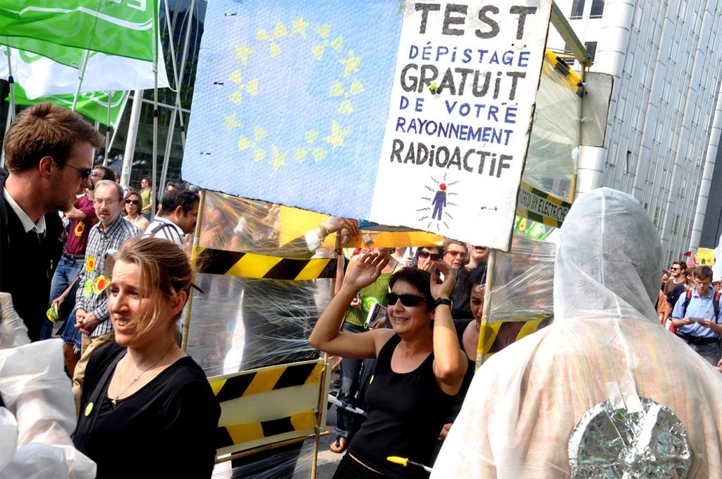 Manifestation nationale « stop nucléaire », Bruxelles. CARHOP, CARHOP, reportage photographique d'Anne De Keyser, 24 avril 2011.