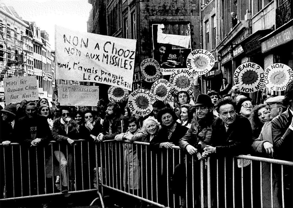 Manifestation lors de la visite de François Mitterand à Liège, 15-16 octobre 1983. CARHOP, fonds La Cité, série photos, dossier centrale nucléaire.